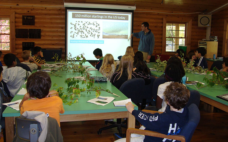 Prof. Esteban Fernandez-Juricic talks about migratory birds in the reserve to a group of elementary school students in the Alton Lindsey Laboratory.